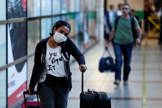 Turista en su llegada a un aeropuerto