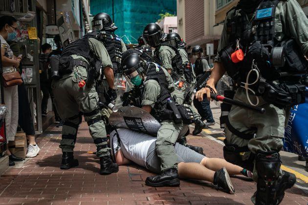 Χονγκ Κονγκ: Εντονος αναβρασμός με τον νέο σκληρό νόμο «εθνικής