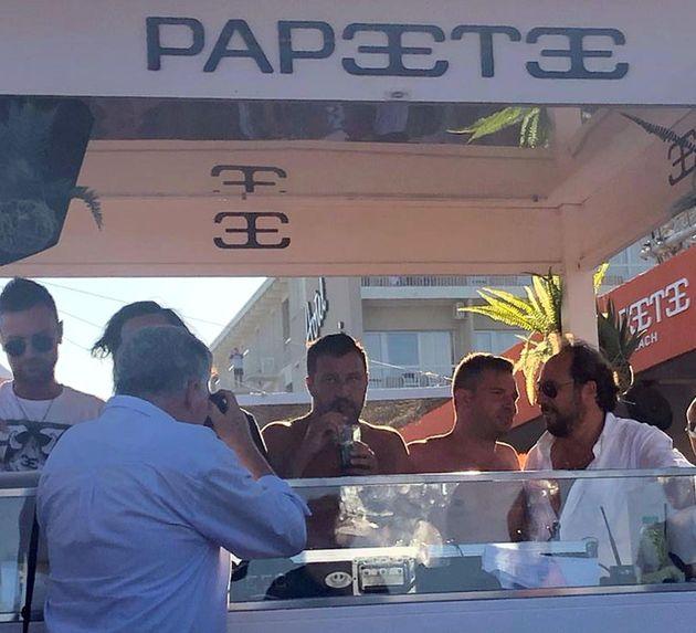 Matteo Salvini in consolle al Papeete beach di Milano
