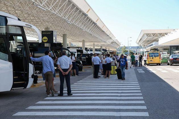 Η Ελλάδα ξανάνοιξε τις πύλες της - Εφτασαν οι πρώτοι