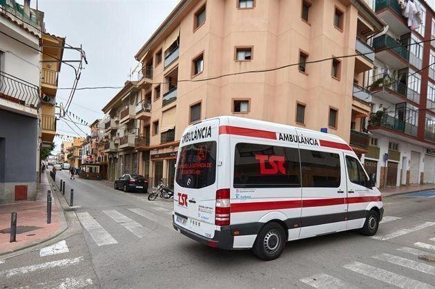 Aspecto de la calle Valencia en Sant Feliu de Guíxols (Girona), donde un hombre atacó ayer a su mujer...
