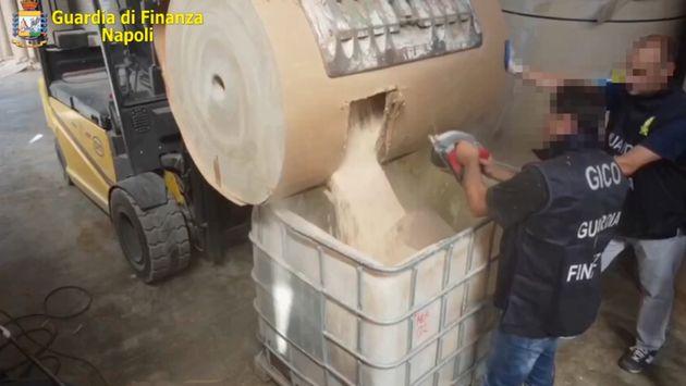 La police italienne a annoncé mercredi la saisie record de 14 tonnes d'amphétamines, sous la forme de...