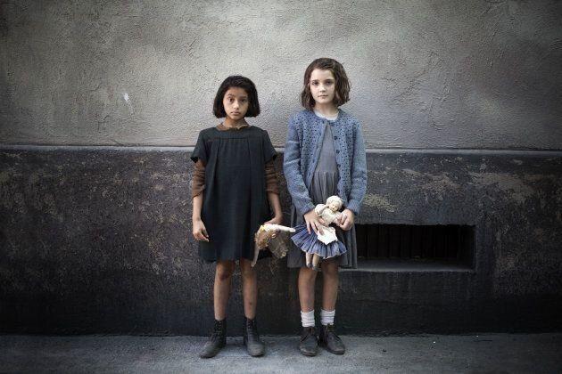 Ludovica Nasti (Lila) et Elisa Del Genio (Lenù) offrent une performance intense pour leur jeune