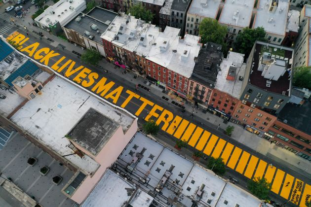 6月15日、ニューヨーク市のフルトン・ストリートに描かれた「Black Lives