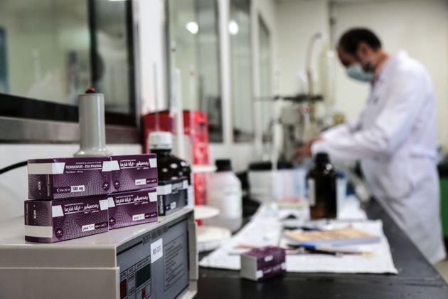 Un laboratorio produce Remdesivir en Giza, en Egipto, el 29 de junio de 2020 (Fadel Dawood/picture alliance...