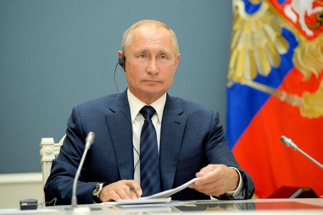 Vladimir Putin presidente a vita: il trionfo alle urne gli consente altri due