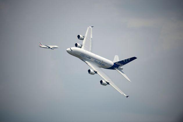 Des avions au-dessus de l'aéroport du
