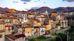 Questo piccolo paese in Calabria vende case a 1 euro contro lo