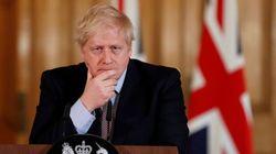 El padre de Johnson se va a Grecia en contra de las recomendaciones del Gobierno que dirige su