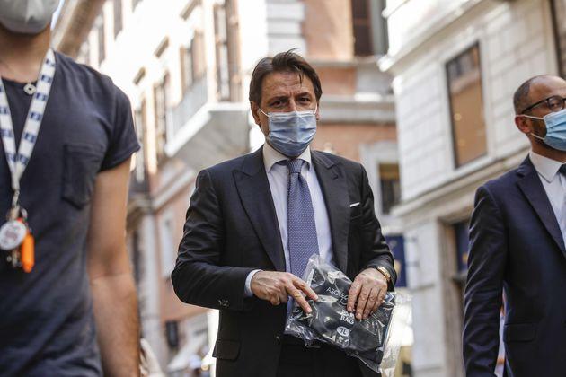 Giuseppe Conte, passeggiata nel centro di