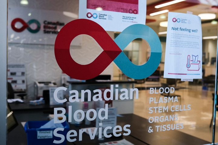 A blood donor clinic pictured at a shopping mall in Calgary, Alta. on March 27, 2020.