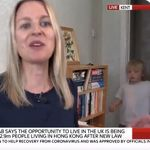 영국 뉴스 생방송 도중 자녀들이 불쑥 등장했다