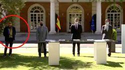 El reivindicativo atuendo de Pepe Álvarez (UGT) en la firma del Pacto por la reactivación