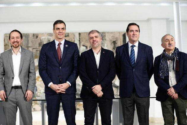 Imagen de archivo del vicepresidentes segundo de Derechos Sociales, Pablo Iglesias; el presidente del...