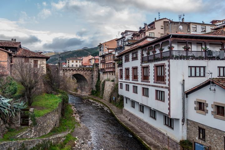 Así Es Potes El Pueblo Que Se Ha Alzado Como Capital Del Turismo Rural 2020 El Huffpost Life