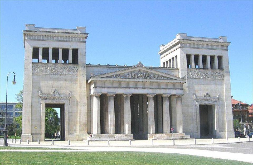 Τα Προπύλαια στο Μόναχο. Σύμβολο της Ελληνο-Βαυαρικής φιλίας και μνημείο του Ελληνικού Αγώνα για την
