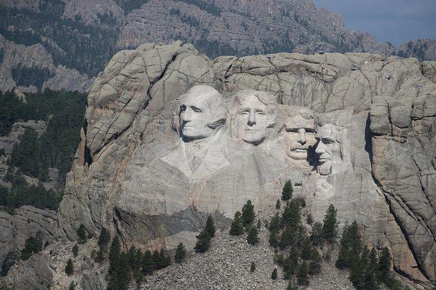 Donald Trump organise un meeting au Mont Rushmore, la veille du 4