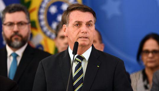 Aliança de Bolsonaro com centrão e pressão de militares ameaçam ala ideológica do