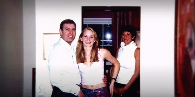 가장 왼쪽이 앤드류 왕자, 가운데는 폭로한 피해자 버지니아 주프레, 가장 오른쪽이 피해자를 앤드류에 소개한 길레인