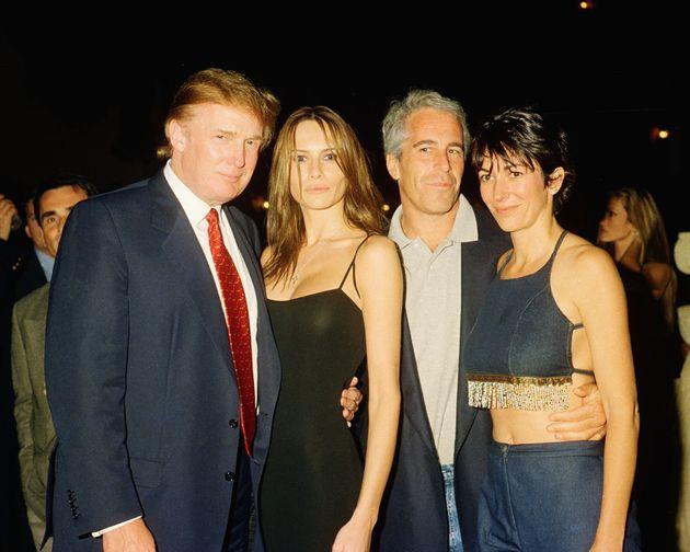 2000년 2월 플로리다 팜비치에서 도널드 트럼프, 멜라니아 트럼프, 제프리 엡스타인, 길레인 맥스웰.