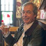 Nigel Farage fête la réouverture des pubs au Royaume-Uni (et cela pourrait lui coûter