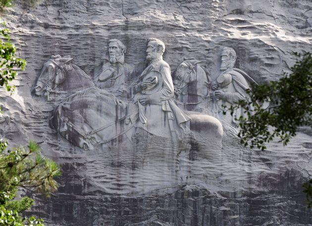 Les trois sculptures surdimensionnées de Stone Mountain— l'équivalent...