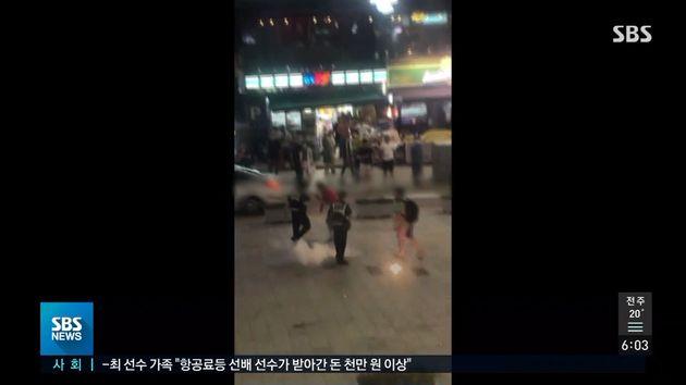 지난 4일 밤 부산 해운대에서 외국인들이 폭죽 난동을 벌여 경찰이