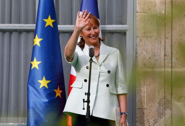 Ségolène Royal dit avoir été appelée par un proche de Macron pour...