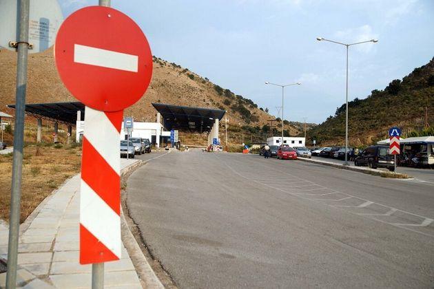Η Ελλάδα κλείνει τα σύνορά της στους