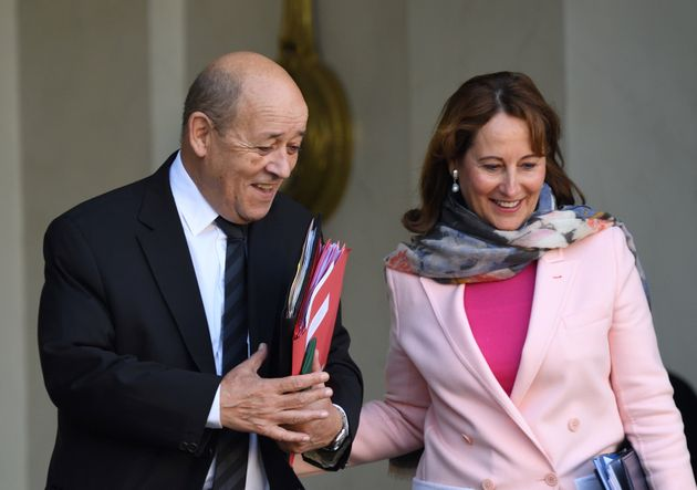 Ministre de François Hollande et d'Emmanuel Macron, c'est Jean-Yves Le Drian qui a contacté...