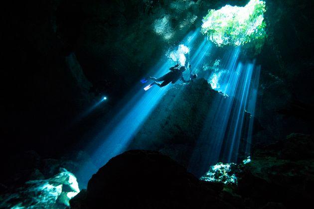 Υποβρύχια σπηλιά έφερε στο φως ένα από τα αρχαιότερα ορυχεία του