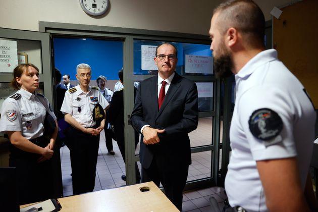 Jean Castex a fait une visite surprise au commissariat de La Courneuve en Seine-Saint-Denis ce dimanche...