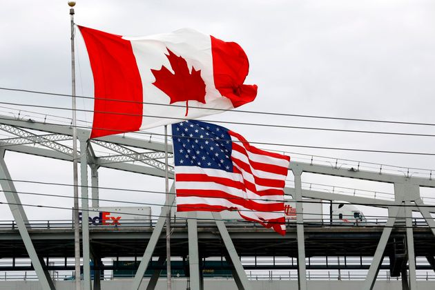 Travelling between the Canada-U.S. border is still shut down for non-essential