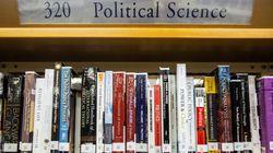 「日本のアニメ『図書館戦争』と同じことが起きるなんて」香港の図書館、民主派の書籍を貸出停止に