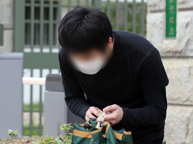 세계 최대 아동 성착취물 사이트 '웰컴 투 비디오'(W2V)를 운영한 손정우가 미국 송환이 불허된 6일 오후 경기도 의왕시 서울구치소에서 석방되고