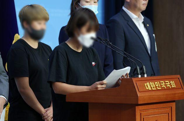 고 최숙현 선수의 동료들이 6일 오전 서울 여의도 국회 소통관에서 기자회견을 갖고 최 선수 추가 피해를 증언하고