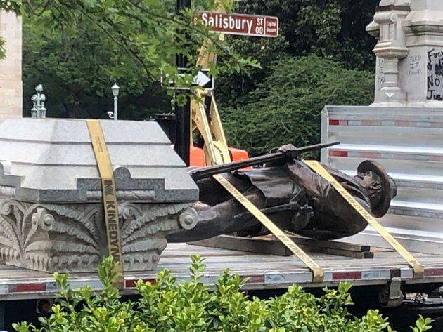 «Χρονοκάψουλα» κάτω από μνημείο έφερε στο φως αντικείμενα του στρατηγού Ρόμπερτ