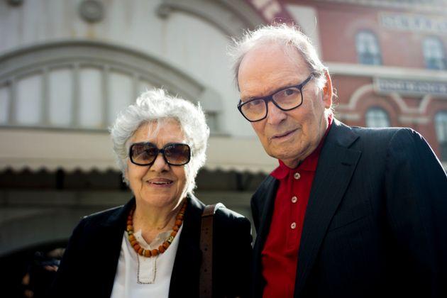 Le compositeur Ennio Morricone avec son épouse Maria