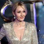 J.K Rowling diz que tratamento hormonal de pessoas trans é igual a processos de 'cura