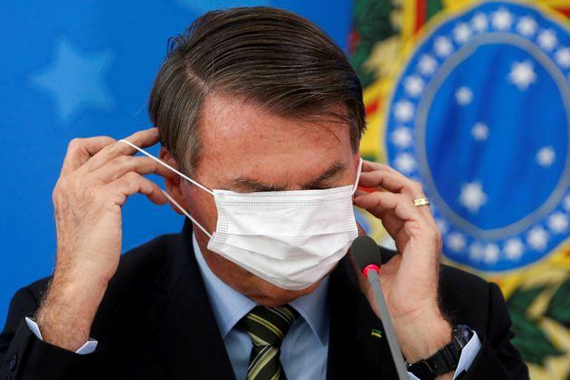 (자료사진) 자이르 보우소나루 브라질 대통령은 코로나19의 위험성을 깎아내려왔고, 마스크 착용을