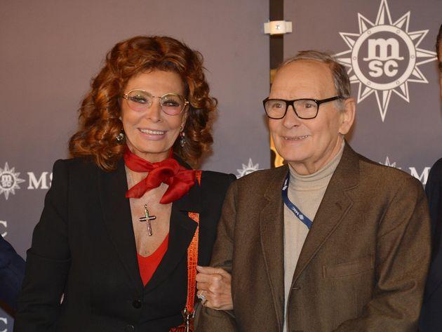 """Sophia Loren piange Ennio Morricone: """"I grandi a poco a poco"""