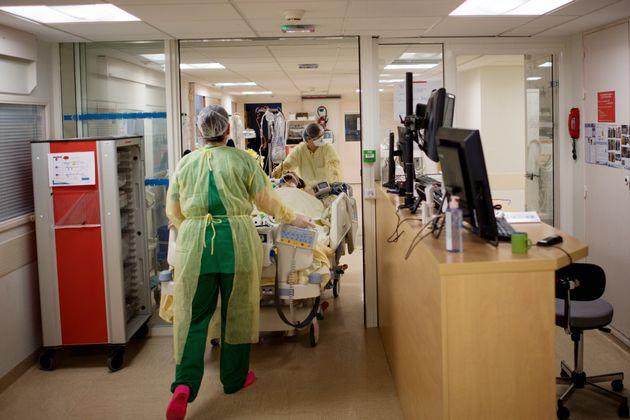 Un patient touché par le coronavirus est déplacé au CHU de