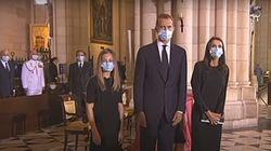 Letizia llama la atención al llegar a la catedral con este gesto: el rey y sus hijas sí lo