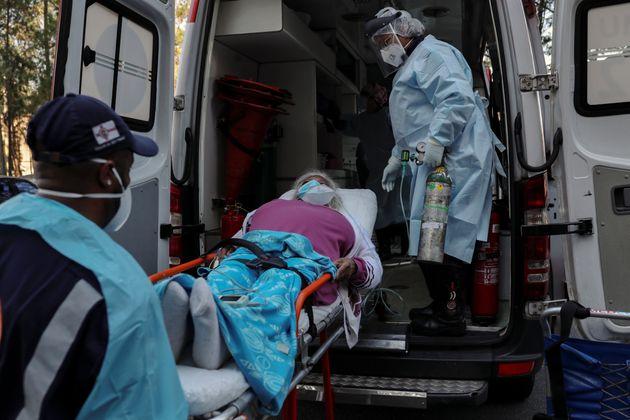 A previsão da OPAS (Organização Pan-Americana da Saúde) é que o ápice...