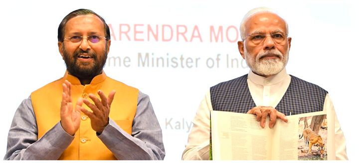 (Left) union environment minister Prakash Javadekar and Prime Minister Narendra Modi (right) in a file photo.