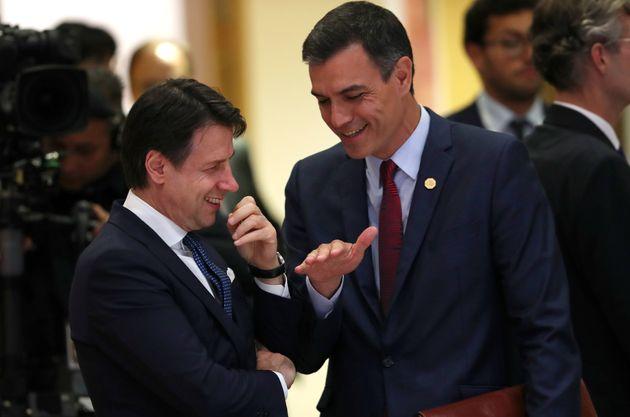 Conte y Sánchez, charlando el 28 de mayo de 2019 en Bruselas (Francisco Seco/Pool via