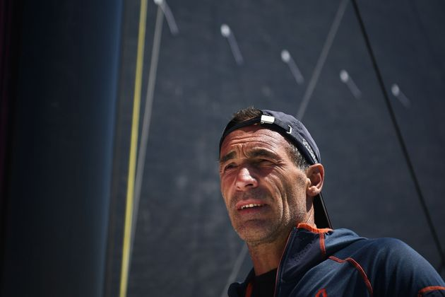 À presque 54, Mike Horn reprend son voilier amarré à Brest depuis mars pour retourner...