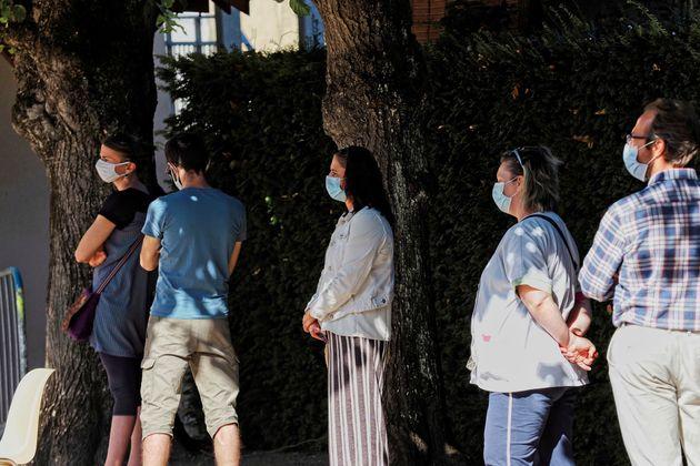 Des personnes attendant de subir un test Covid-19 à Montargis (Loiret), le 7 juillet