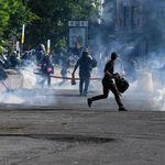 Les policiers ont lancé des gaz lacrymogènes. Mon corps en sera peut-être marqué à