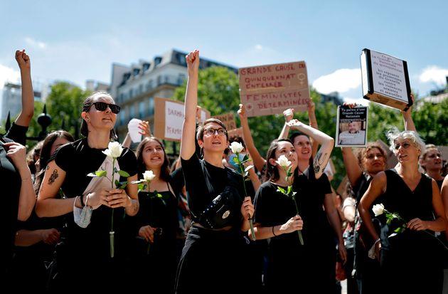 """""""Três anos após o #Metoo, o governo nos leva a um caminho que nos condena a uma marcha..."""